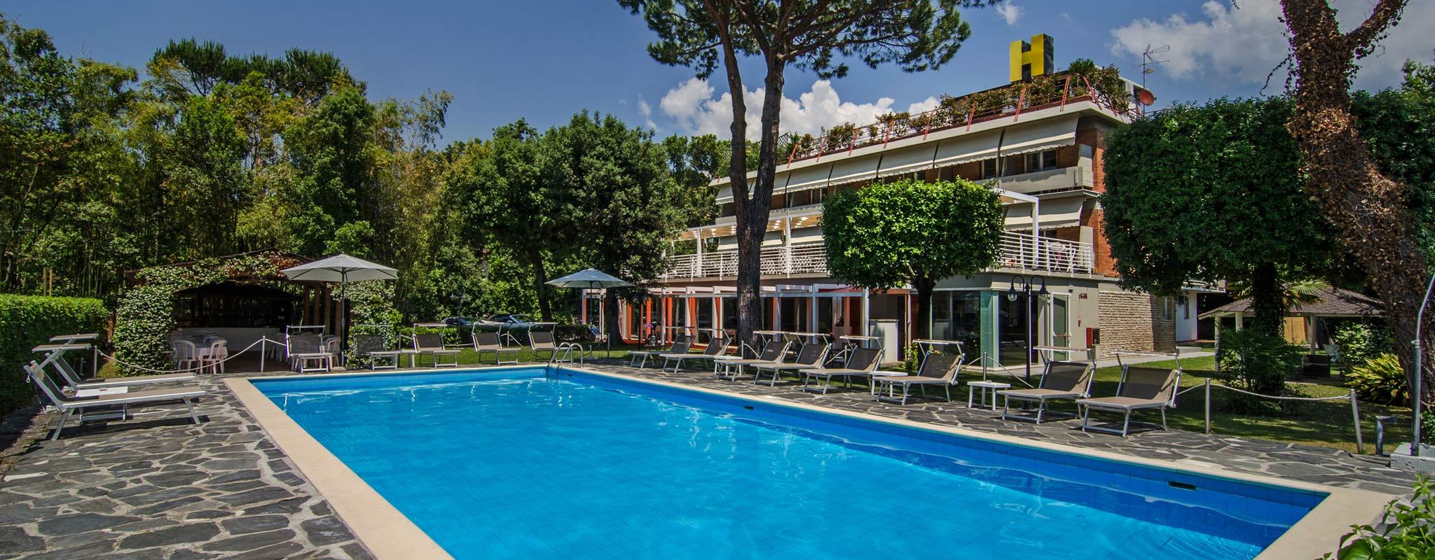 Hotel Hermitage a Marina di Massa, Albergo con piscina a Ronchi